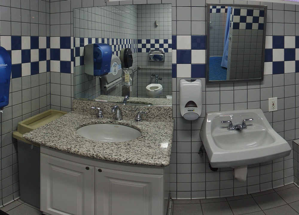 orangeland-rv-park-bathrooms
